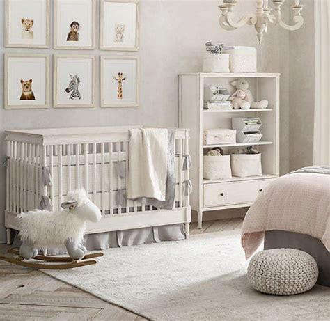 idee chambre bebe gris  blanc bebe doudou univers