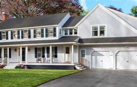 The Lexington Colonial House: Bridging the Exterior Design