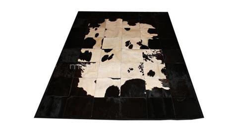 tapis patchwork peau de vache huta a poser au salon avec mobilier moss mobilier moss
