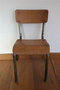 Petite Chaise En Plastique : petite chaise ecolier bonjour ma cousine petit mobilier et objets vintage ~ Teatrodelosmanantiales.com Idées de Décoration