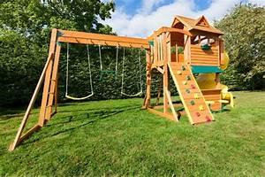 speziell fur kinder klettergerust im garten With französischer balkon mit kinderschaukel und rutsche für den garten