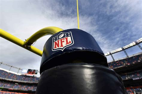 nfl verizon sign  year football media rights deal