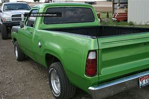 1976 Dodge D100 Short Box Fleetside Truck