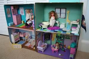 Pink and Green Mama: * DIY Barbie Cardboard Box House