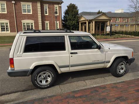 white jeep 2 door file 2001 jeep cherokee sport 2 door white 2of7 jpg