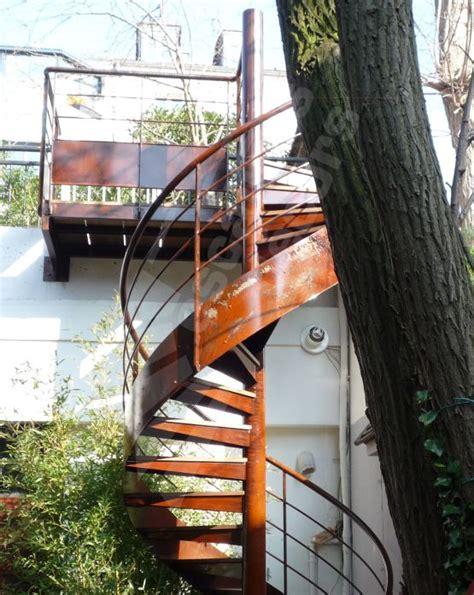 photo dh65 spir d 201 co 174 standing escalier h 233 lico 239 dal ext 233 rieur en m 233 tal et bois d acc 232 s toit