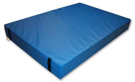 Gymnastics Floor Mats by The Advantages Of Using A Gymnastics Crash Mat Sports