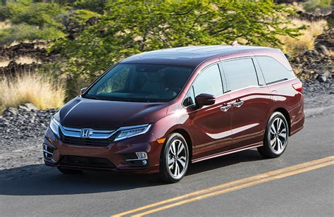 compare   toyota sienna   honda odyssey features