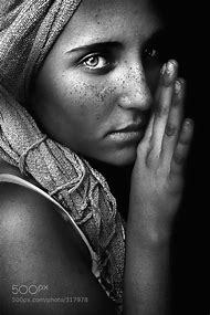 Black and White Photography Beautiful Gi…