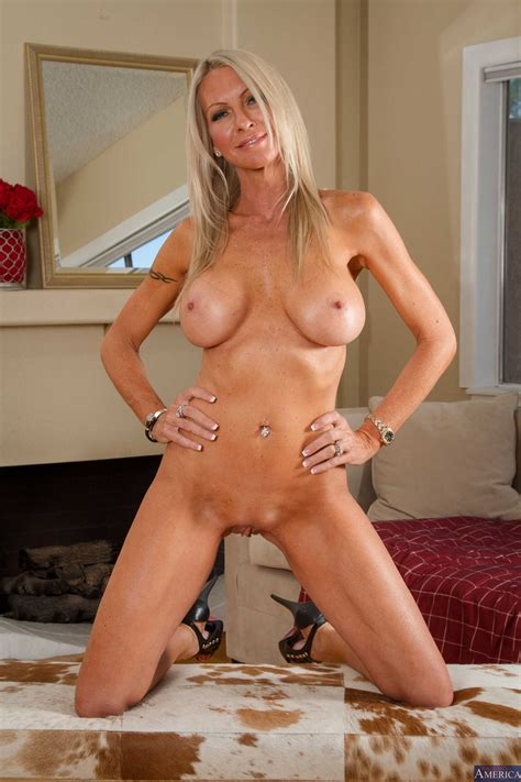 gorgeous milf needs an intense orgasm photos emma starr richie black milf fox