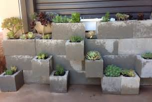 Patio Plant Stand Uk by 8 Easy Diy Furniture Ideas With Upcycled Cinder Blocks And