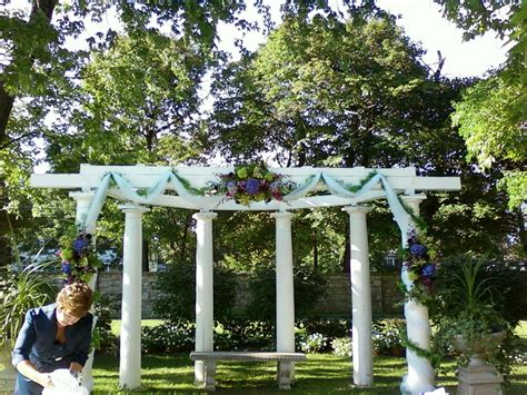 wedding pergola decorated for ceremony wedding ceremonies at sonnenberg gardens