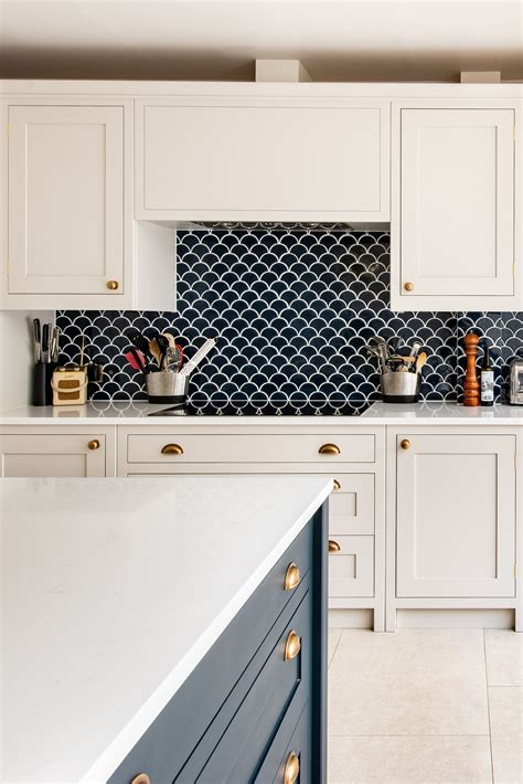navy scallop tiles  perfect   gorgeous blue