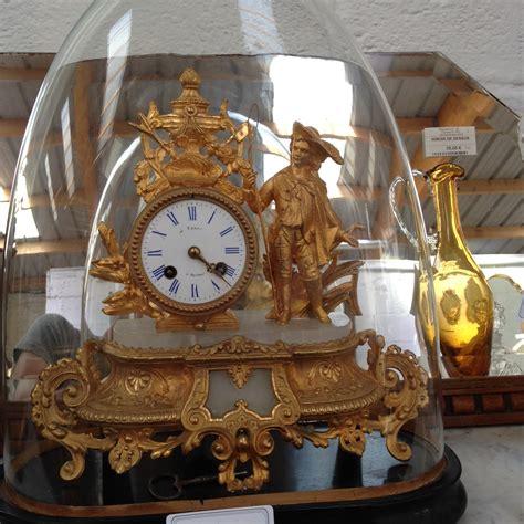 coutellerie cuisine pendule ancienne sous globe en bronze doré signée