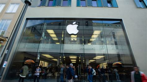 apple to buy part of chip supplier dialog semiconductor s business axios