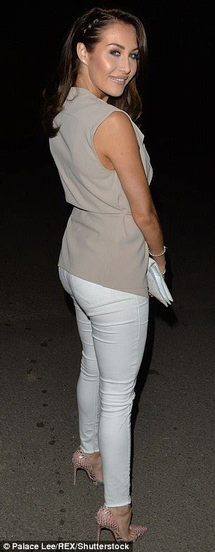 Ex On The Beach S Chloe Goodman Strips Down To Her Bra As She Leaves A London Club Daily Mail