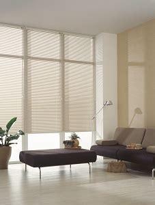 Dekorativ Und Praktisch Plissees Und Rollos Fuer Dachfenster by G 252 Nstige Jalousien Dekofactory