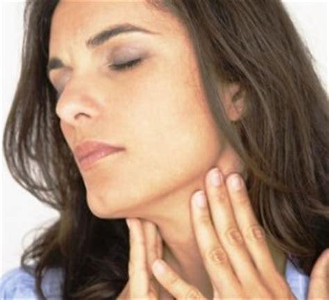 kitzeln im hals ohne erkältung halsschmerzen