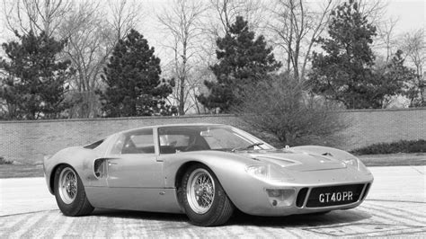 The appearance is deliberately very slightly woven, in some cases the imperfections and signs of wear present of origin enhance the charm Ford v Ferrari: the real story of the GT40 at Le Mans | Motoring Research