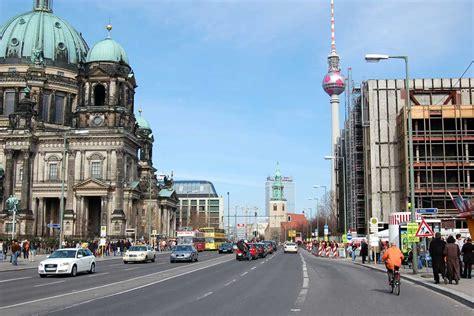 La Avenida Unter Den Linden  De Viaje Por Alemania De