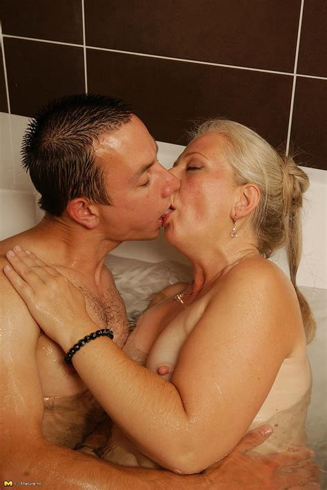 horny mature malinda w fucked in the bathroon milf fox