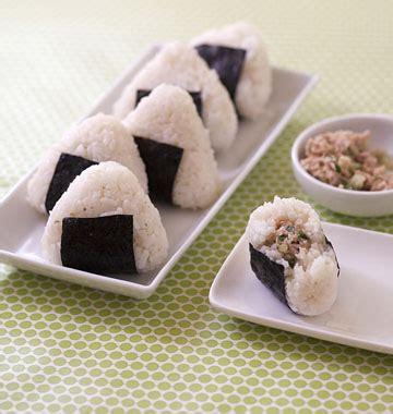 cuisine japonaise recette onigiri au thon et concombre cuisine japonaise les