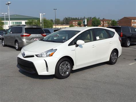 2015 Toyota Prius V Hybrid Review, Start Up And Tour