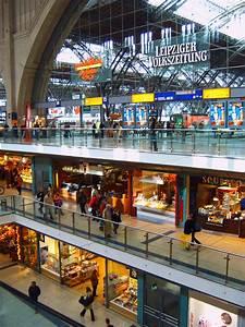 Shoppen In Leipzig : file leipzig hbf shopping wikimedia commons ~ Markanthonyermac.com Haus und Dekorationen