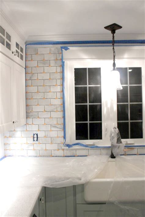 How to Tile a Backsplash   Part 1: Tile Setting   Pretty