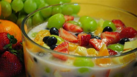 Sirup ini biasanya digunakan untuk membuat es buah, es campur, es teler, dan es segar lainnya. Cara Membuat Es Buah Segar Spesial - Aneka Resep Es Buah