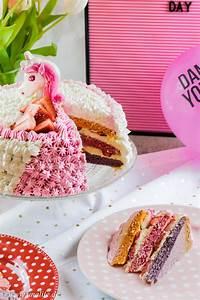 Einhorn Torte Mit Erdbeeren Und Romantische Geschenke Zum