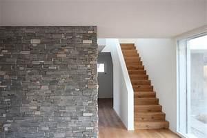 Wandgestaltung Treppenhaus Einfamilienhaus : neubau wolfwil steinwand treppenhaus archiwork ag ~ Markanthonyermac.com Haus und Dekorationen