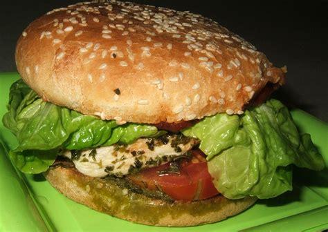 cuisiner un hamburger burger de poulet à la méditerranéenne ma cuisine santé