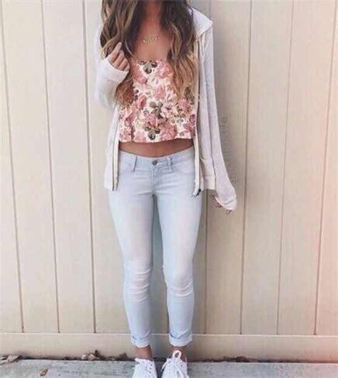 Aprende a combinar tus Outfits Floreados para lucir con Estilo