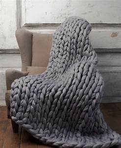Plaid Pour Fauteuil : adoptez le plaid grosse maille pour un hiver cocooning ~ Teatrodelosmanantiales.com Idées de Décoration