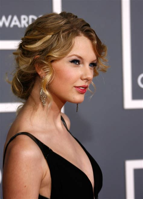 female singers taylor swift pictures gallery