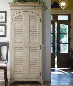 deco porte coulissante placard porte persienne une décoration pratique pour votre intérieur
