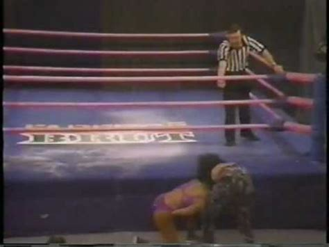 Tina ferrari vs palestina glow crown match part 1. G.L.O.W. WOMENS' WRESTLING VINTAGE 1987 TINA FERARI VS. PALESTINA - YouTube