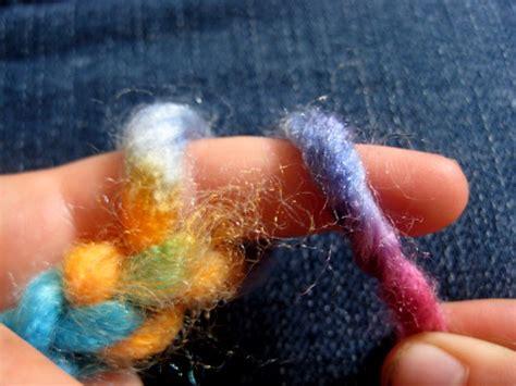 finger knit  brooch