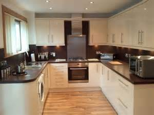 Kitchen Glass Upstands by A One Interior Joinery Kitchen Fitter In Dunfermline Uk