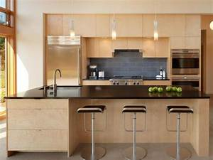 Kitchen islands hgtv for Remodeled kitchens with islands