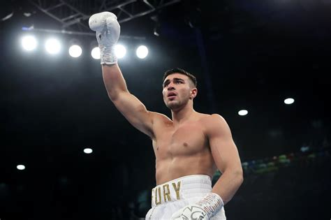 Tommy Fury secures first round knockout win over P ...