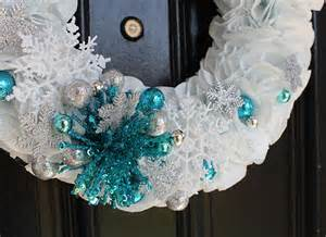 make a wintery holiday wreath with sparkle 174 towels with a hint of color popsicle blog