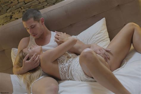 Young Couple Chrissy Fox And Jake Warm Up With Foreplay On