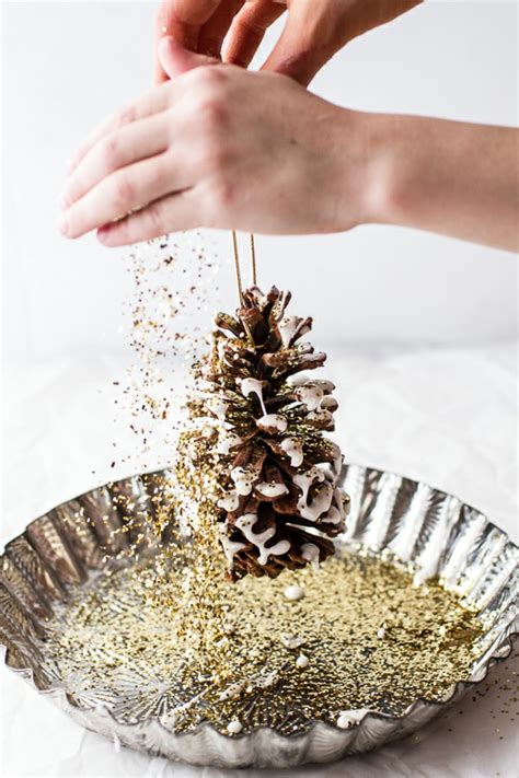 glitzer basteln ideen basteln mit tannenzapfen 50 diy ideen deko feiern diy weihnachtsdeko ideen zenideen
