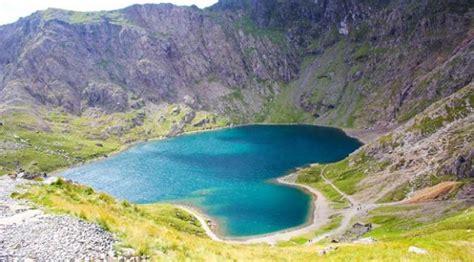 unik danau danau alami  berbentuk menyerupai hati lifestyle liputancom