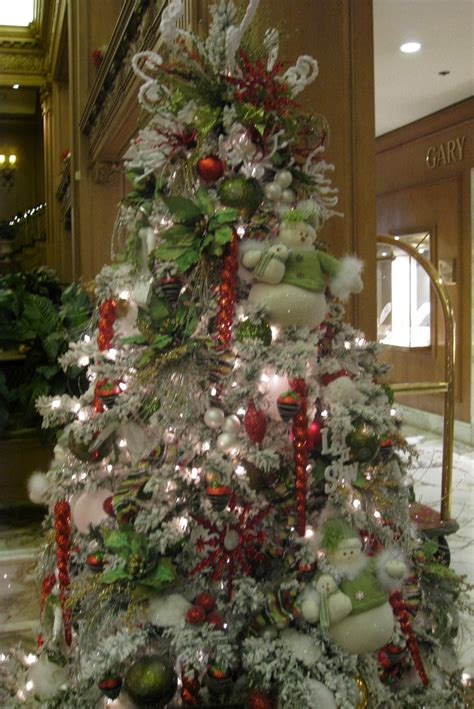 christmas trees decorated how to decorate a christmas tree professionally with ribbon