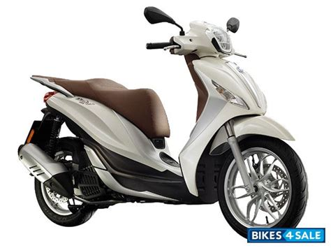 Review Piaggio Medley by Piaggio Medley Scooter Price Review Specs And Features