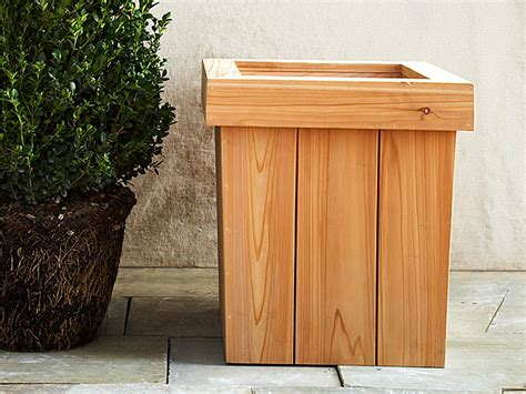 diy  planter box   build  wooden garden planter easily