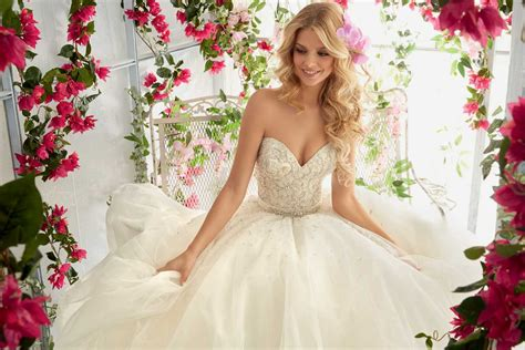 Wedding Dresses & Gowns